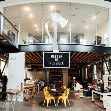 Studiu: Lămpile cu LED în birouri și la locul de muncă sunt mai sănătoase decât cele fluorescente